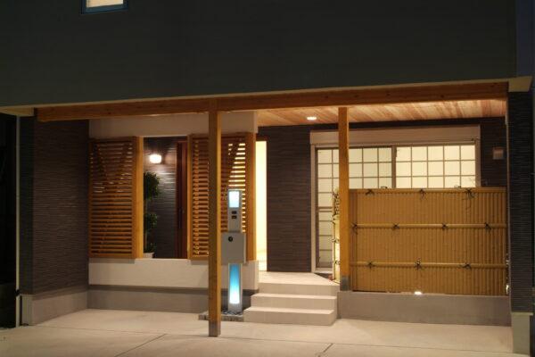 兵庫県川西市2の玄関先