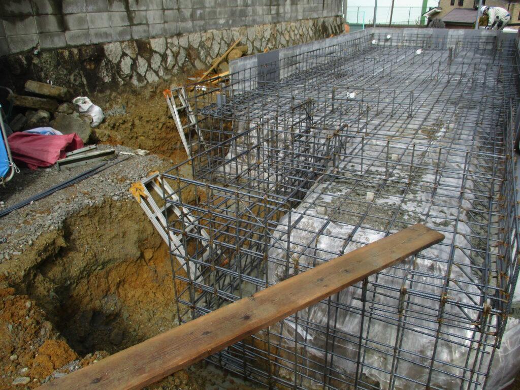 頑丈で安定性のある建物の鉄筋の様子
