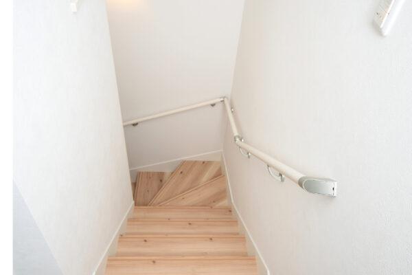 大阪府箕面市6の内装(階段)
